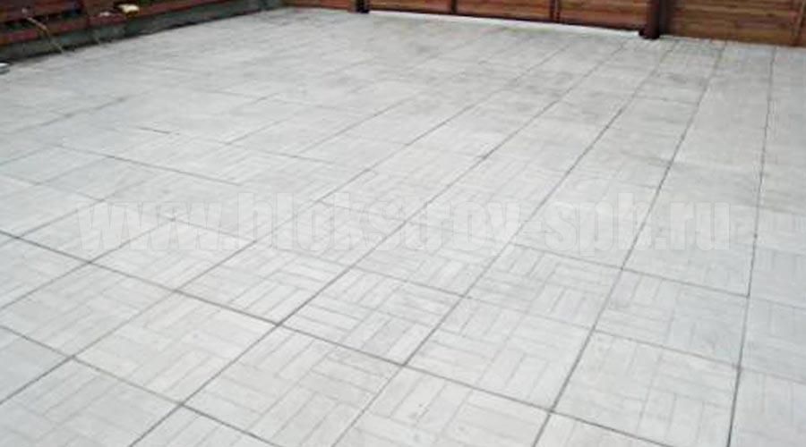 площадка мощеная плиткой 12-кирпичей