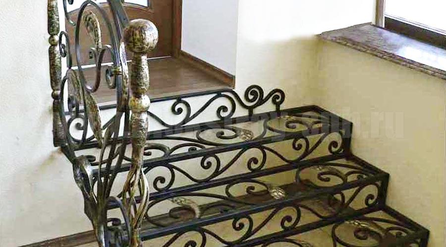 металлическая кованая лестница