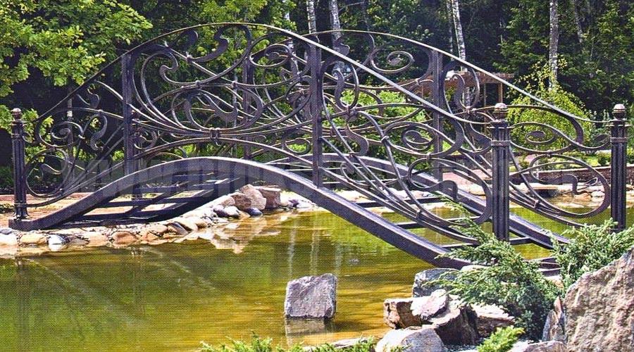 кованый мост через ручей