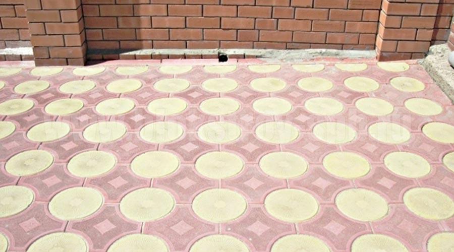 площадка мощеная плиткой кружева