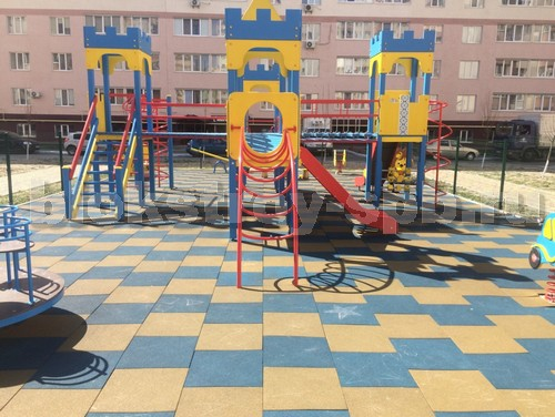 детская площадка мощеная плиткой универсал